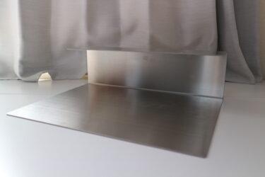 デスクの天板裏に収納スペースを作る!かなでもののスマートトレイ。
