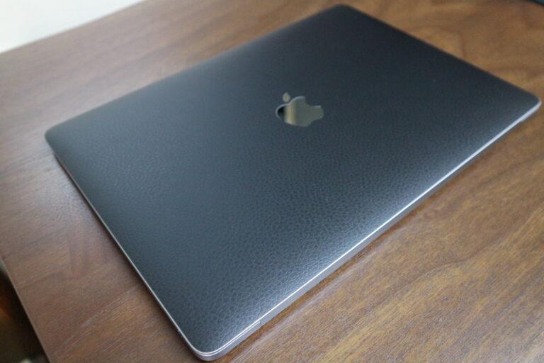 スキンを装着したMacbook