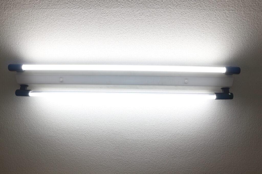 蛍光灯型のLEDライト
