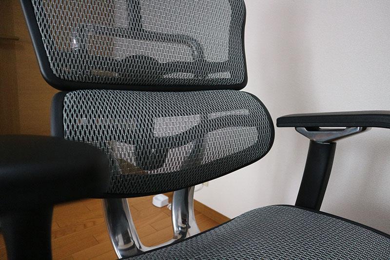 メッシュ素材の座面と背面が心地良い